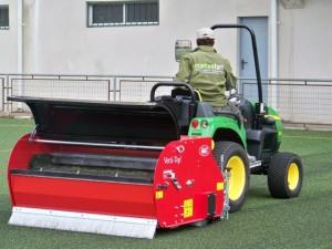 mantenimiento campo de fútbol cesped artificial